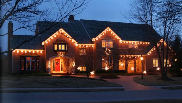 Holiday Lighting Display 5 resized 600