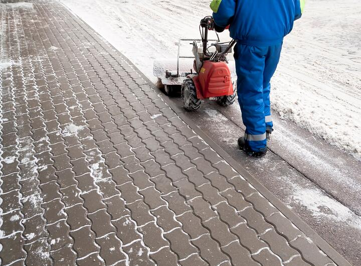 snow-removal-driveway-paver.jpg